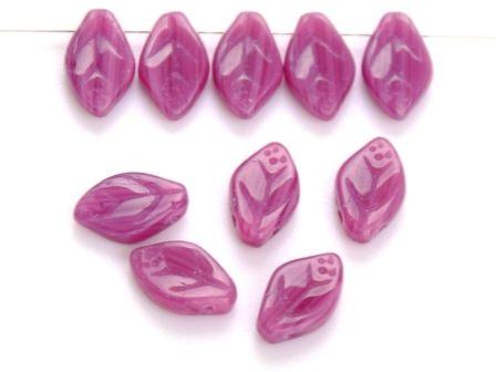 Glas-Blätter-Perlen 12x7 satt-lila
